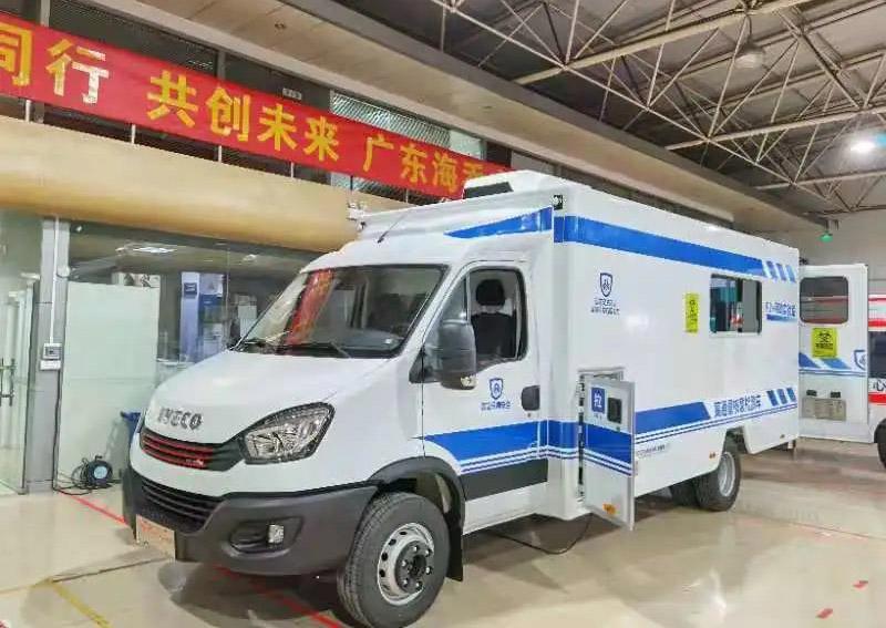 首批核酸检测车在湖南省湘潭市交付成功